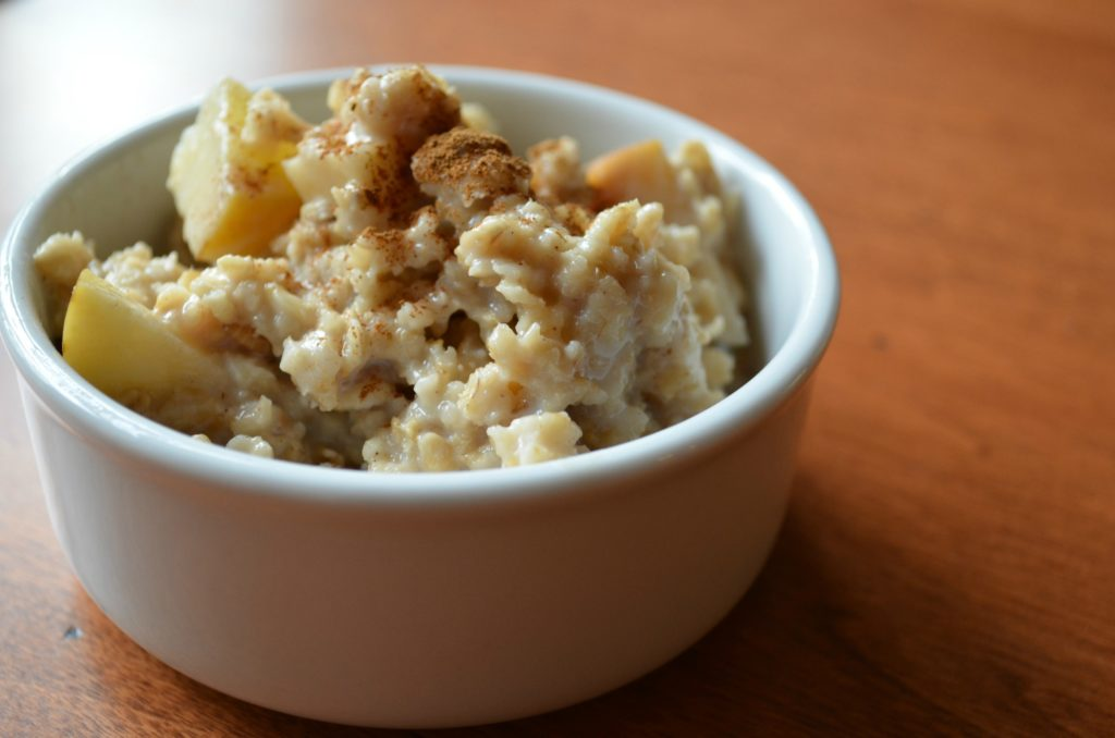 Crock pot apple cinnamon oatmeal
