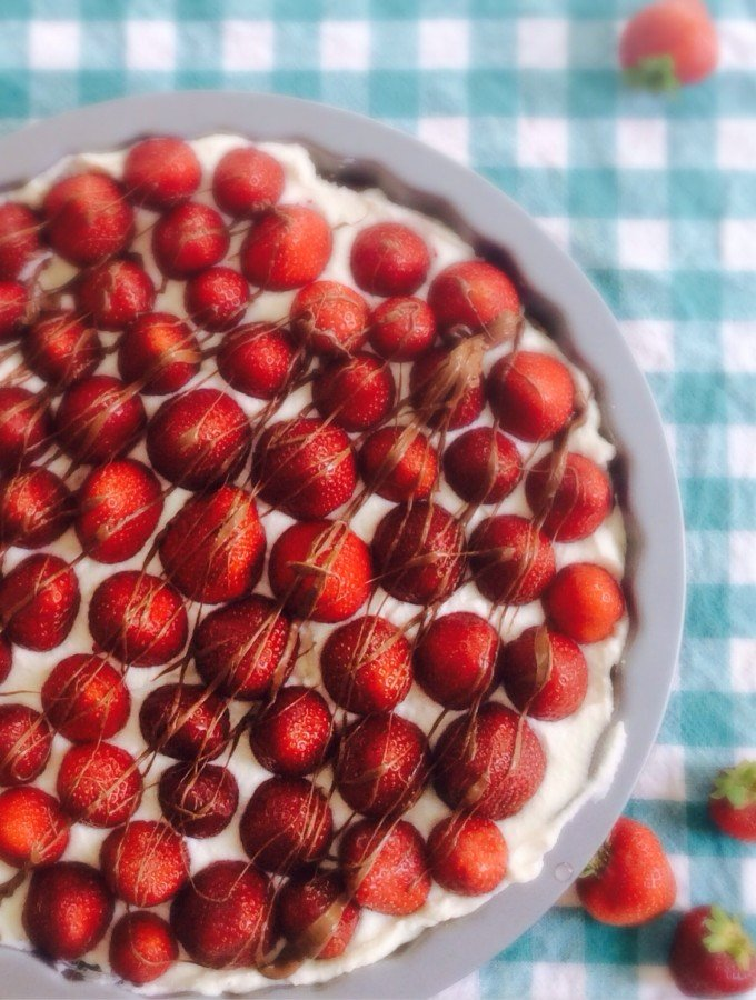 Guest Post: No Bake Strawberry Ricotta Cheesecake
