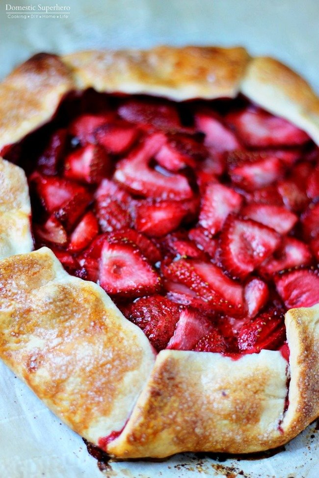 Strawberry Galette - this 'fake' pie pairs delicious flaky crust and sweet ripe strawberries for the perfect dessert or breakfast! Love this