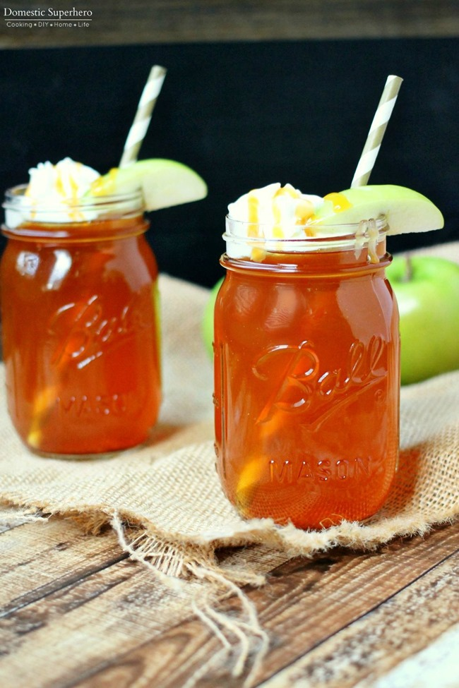 Slow Cooker Caramel Apple Cider - this is the BEST fall drink. Simple ingredients and so delicious!