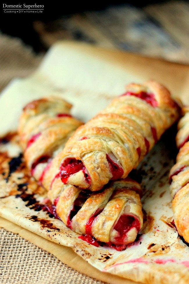 Strawberries & Cream Pastries - the easiest breakfast recipe and so delicious!
