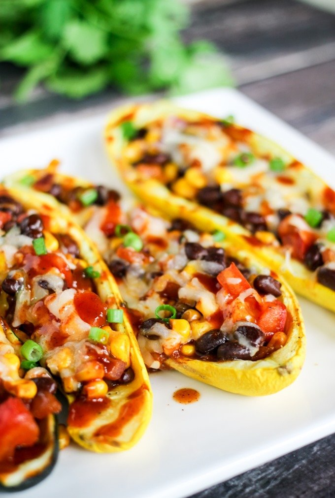 These Southwestern Stuffed Zucchini Boats are easy, delicious, and majorly healthy! only 127 calories per serving!!!