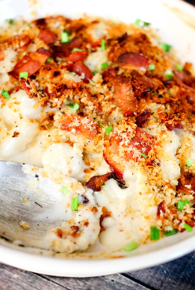 Bacon Mac & Cheese Gnocchi is the perfect delicious dinner! You will love the gooey cheese, crispy bacon, and crunchy bread crumb topping!