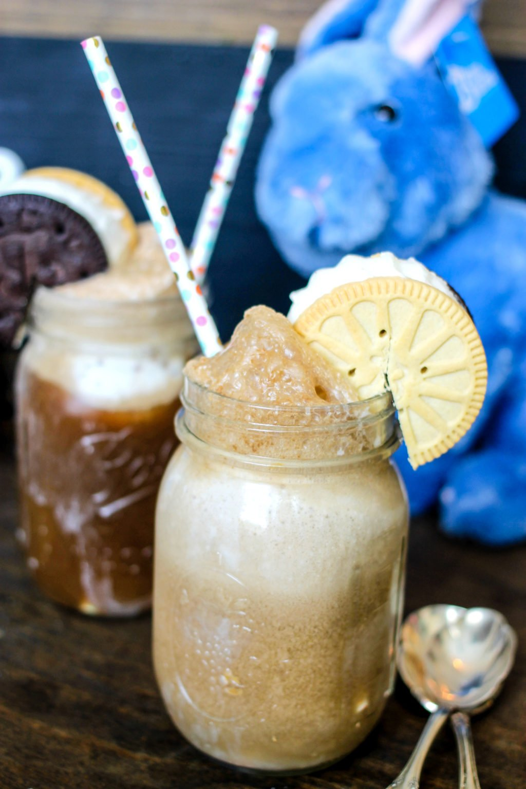 These Easy Ice Cream Sandwich Floats come together with a few quick ingredients and will help keep you cool all summer long!