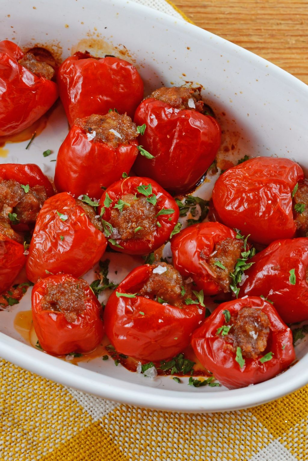 Sausage Stuffed Cherry Peppers - 15+ Game Day Snacks @ yummyhealthyeasy.com