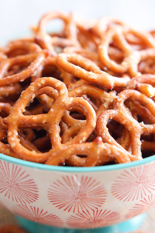 Spicy Pretzels - 15+ Game Day Snacks @ yummyhealthyeasy.com