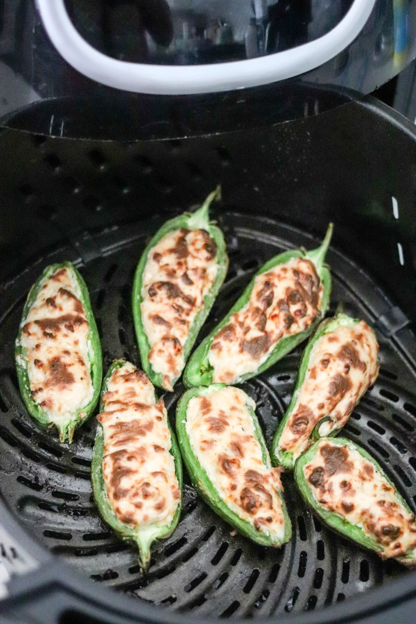 cooked jalapeno poppers in air fryer